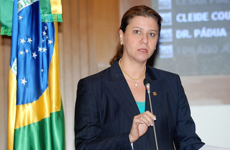 Deputada Valéria Macedo.