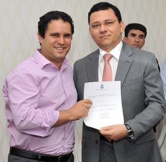 Edivaldo Holanda Júnior ao lado secretário da Fazenda de São Luís.