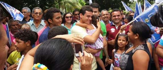 Glalbert Cutrim recebe o carinho de pessoas de todas as idades em Altamira do Maranhão