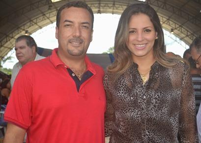 Delmar Sobrinho e sua esposa, a agraciada.