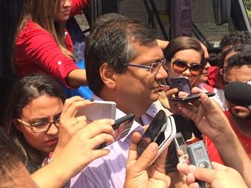 Flávio Dino em entrevista antes da votação.