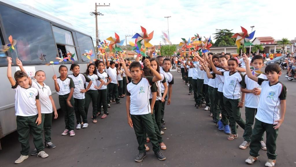A Caminhada  contra o trabalho infantil levou milhares de estudantes para as ruas em Dom Pedro