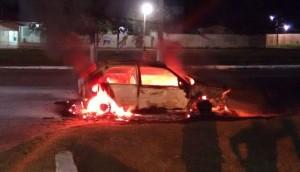 Nada pode ser feito para controlar as chamas, que causaram perca total do veículo