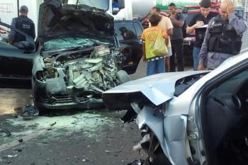 Colisão entre dois carros deixou 4 vítimas