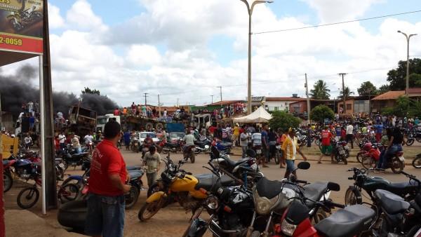 Madeireiros em protesto na BR 222, em Buriticupu