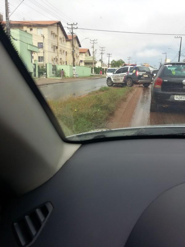 Motorista de viatura faz retorno irregular em trecho movimentado na Estrada de Ribamar