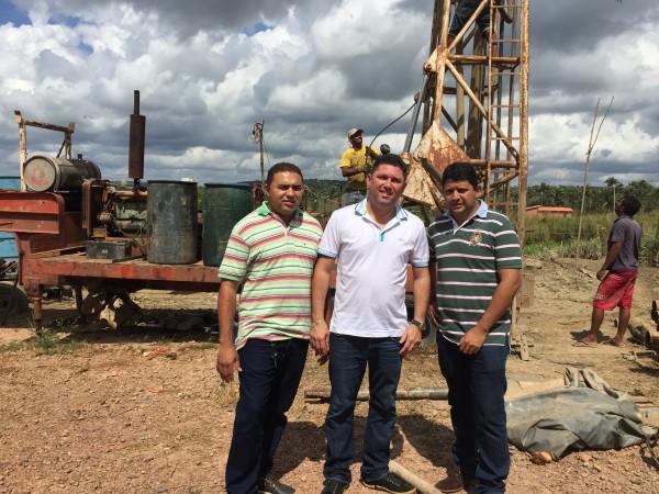 Prefeito Hernando Macedo, Vereador Elissandro Mota e o Secretário de Obras Lúcio Lima