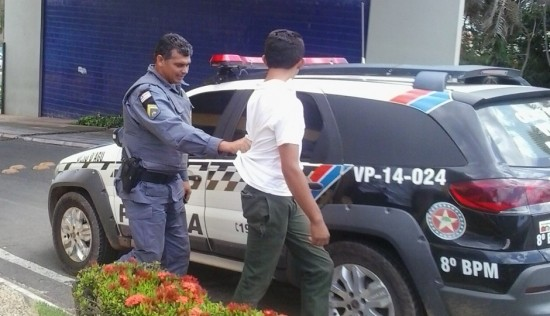 Momento em que o assaltante foi capturado
