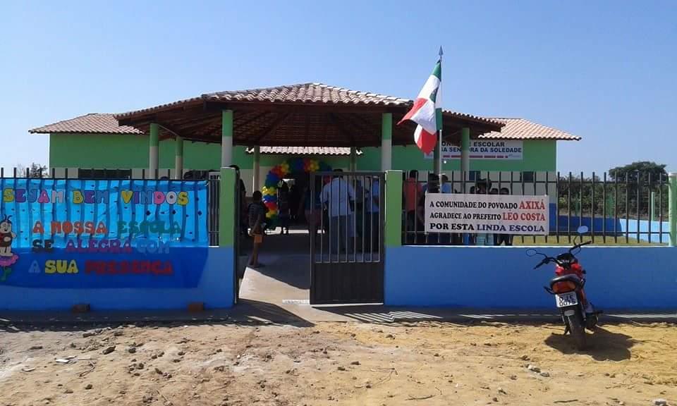 Escola no dia da inauguração.