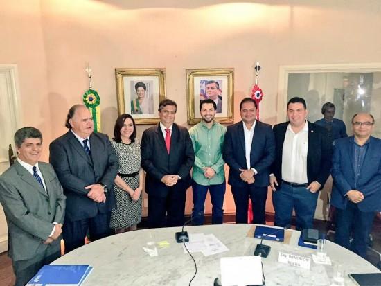 Fábio Macedo participa da assinatura do Termo de Adesão do Programa Escola Digna por empresas maranhenses