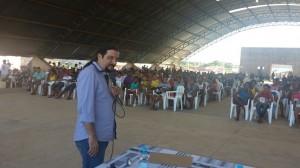 Reunião no município com centenas de trabalhadores