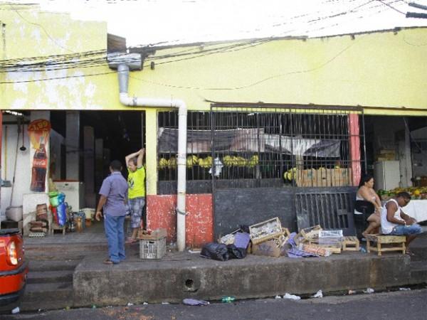 Feira no bairro do São Franciso (Foto: Flora Dolores)