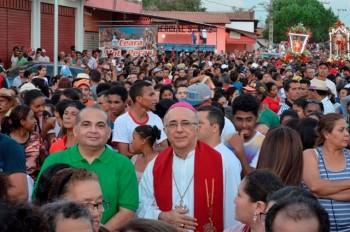 Fábio Braga ao lado do Bispo Dom Sebastião