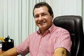 Prefeito de Anajatuba, Hélder Aragão.