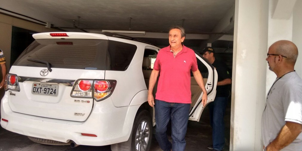 Ricardo Murad chegando na Polícia Federal para prestar depoimento.