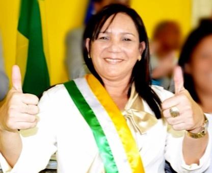Prefeita de Governador Newton Bello, Leula Brandão, foi reconduzida ao cargo.