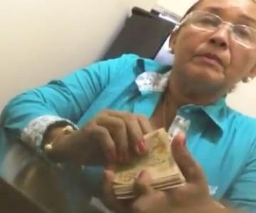 Presidente da Câmara Maria Divina Silva Marques recebendo propina.
