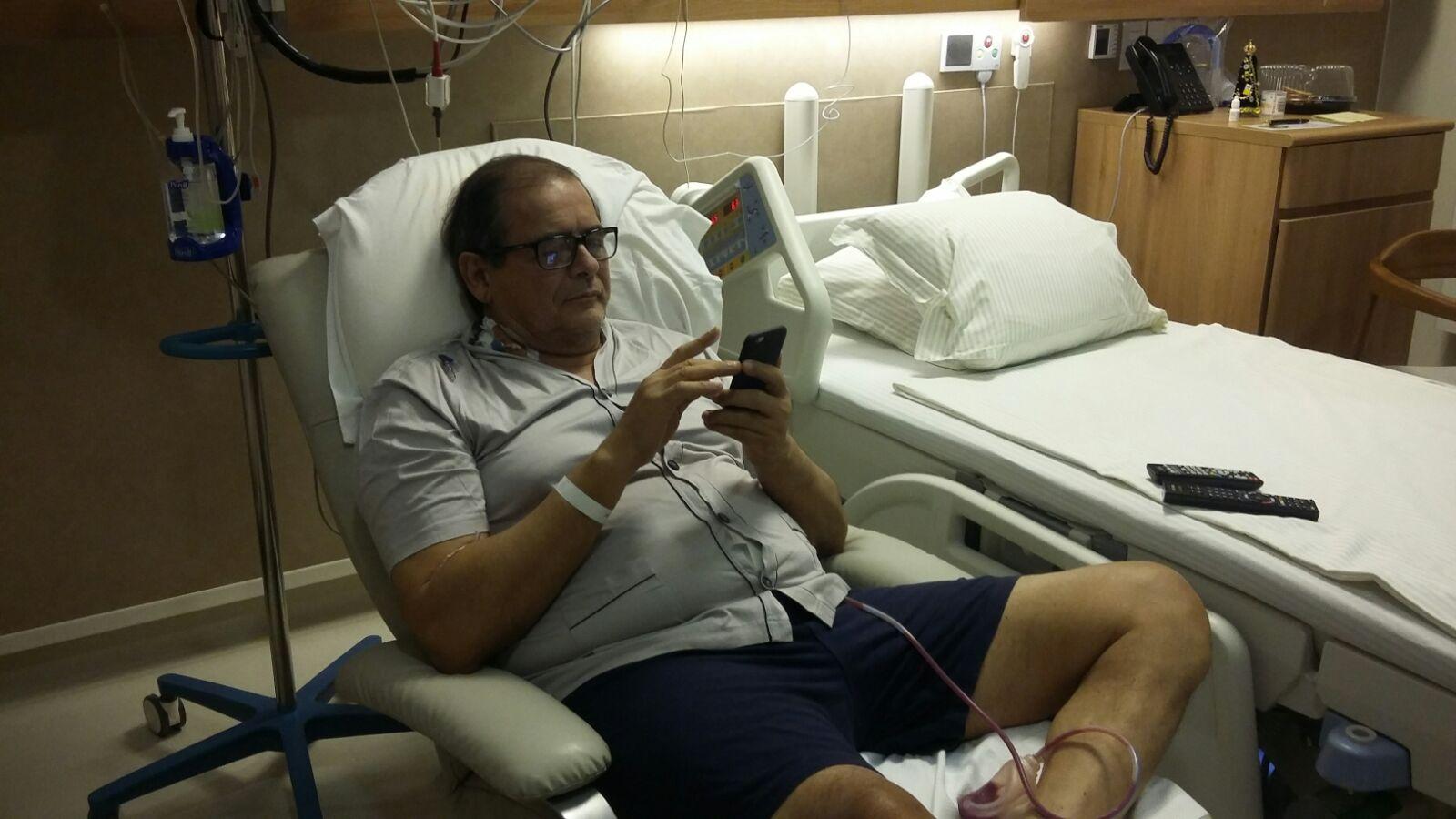 Presidente Humberto Coutinho, no hospital se recuperando do procedimento cirúrgico.