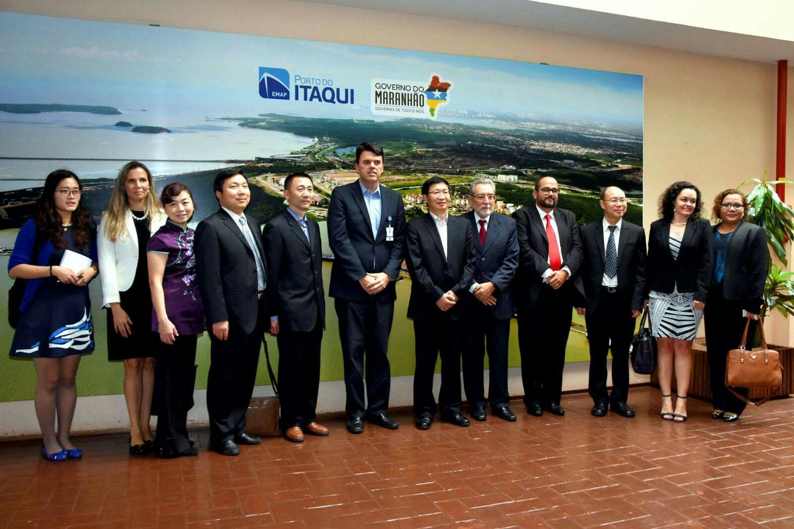 Comitiva da China visita Porto do Itaqui