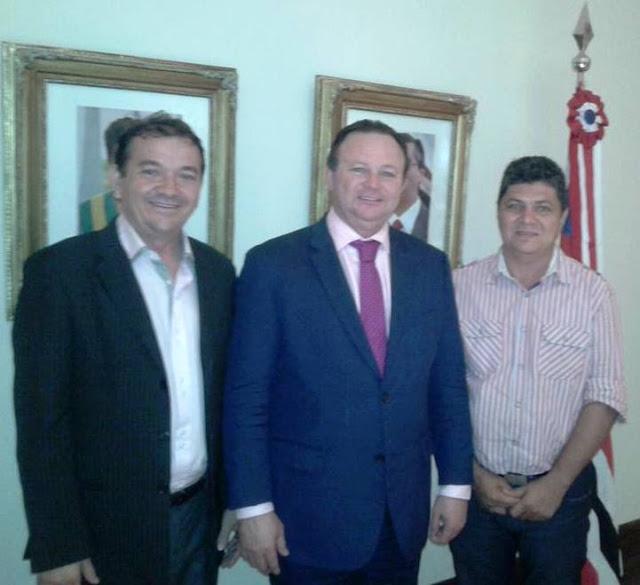 Prefeito Miltinho ao lado de Carlos Brandão e o empresário de Santa Filomena, Idan Torres.