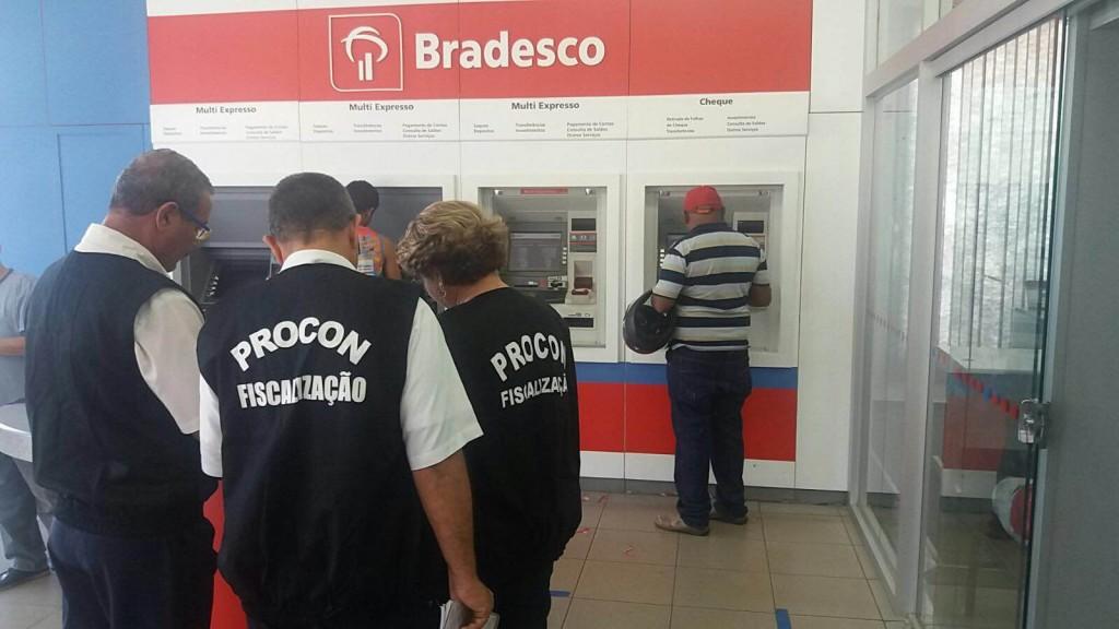 Foto 1_ Divulgação_Procon_11.03.2016 - PROCON MA autua bancos em Caxias e Codó por irregularidades