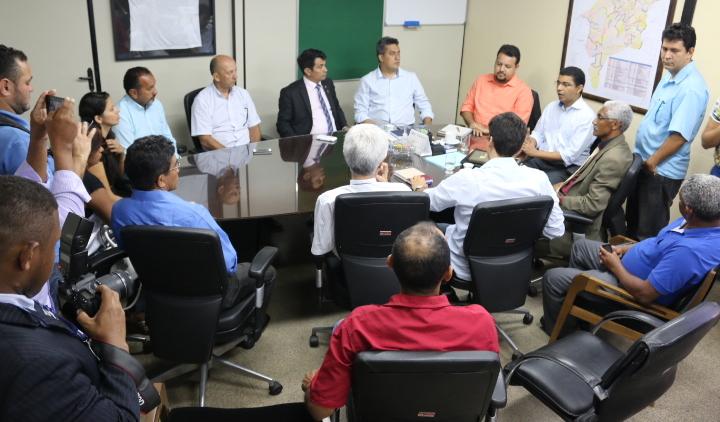 Foto 4_Divulgação_Sinfra_06042016 - Governo recebe deputados estaduais e comunidade do Parque Vitória na Secretaria de estado da Infraestrutura