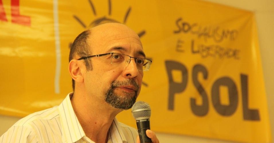luiz-araujo-presidente-nacional-do-psol-e-professor-na-faculdade-de-educacao-da-universidade-de-brasilia-1441227362304_956x500