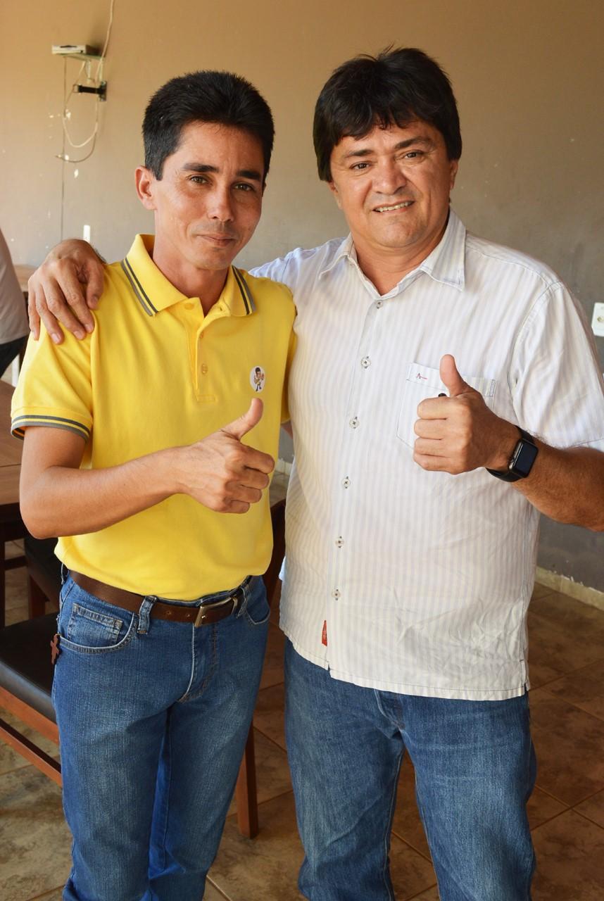 thumbnail_Deputado Léo Cunha e o prefeito Cícero Neco de Estreito. Parceria vai garantir festividades dos 35 anos da cidade..