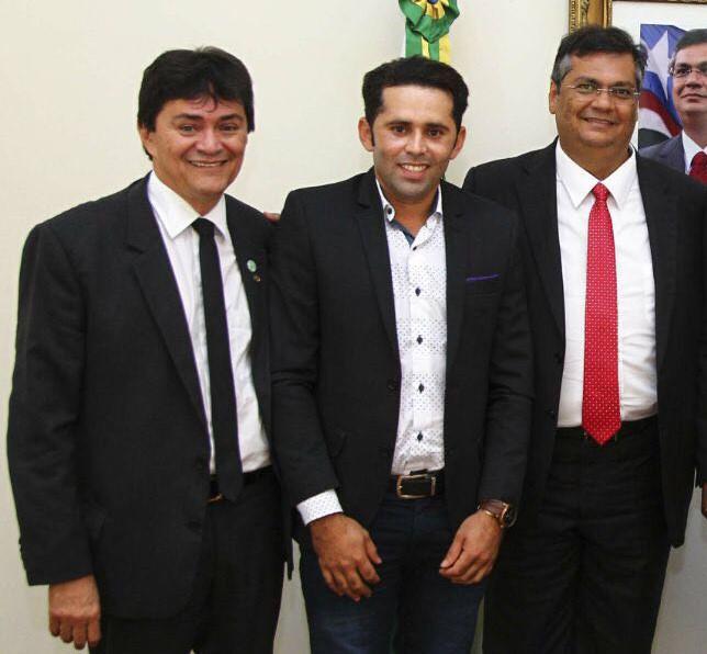 thumbnail_Deputado Léo Cunha e prefeito Valmir Morais com o governador Flávio Dino, após audiência onde foi firmado parceria com a prefeitura de Campestre do Maranhão