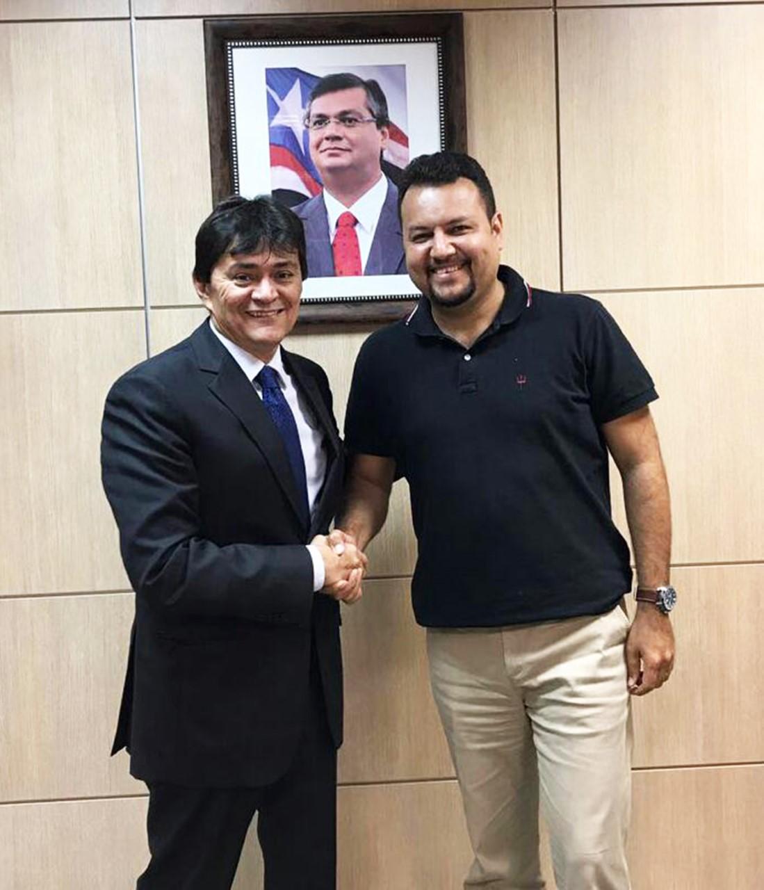 thumbnail_Deputado estadual Léo Cunha e o secretário de Estado de Infraestrutura Clayton Noleto. Obras da Avenida Brasil em Carolina serão realizadas.