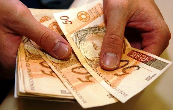 Governo sanciona aumento do salário mínimo para 2018