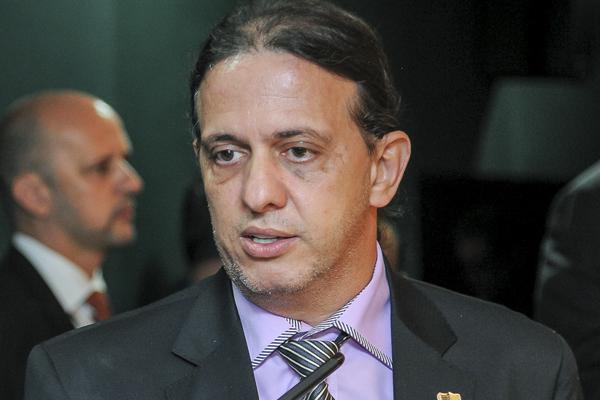 fabio-gentil-prefeito-prb-caxias-ma-reduz-secretarias-foto-douglas-gomes-29-03-2017
